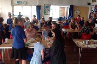 Guestling Bradshaw CE Primary  Invite Parents to Come and Cook with their Kids